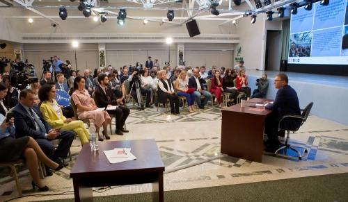 Три вопроса для главы. Алексей Текслер пообщался с журналистами