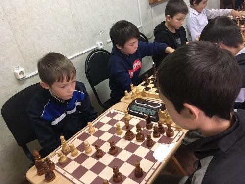 «Лошадью ходи!» В Кунашаке определили сильнейших шахматистов и теннисистов