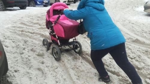 «Эй, гражданина, ты туда не ходи!» Кунашакских мамочек беспокоят вопросы безбарьерной среды