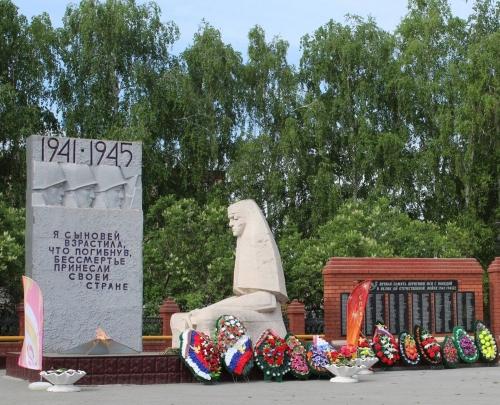«Через века, через года – помните!» В селе Кунашак обновили мемориальный комплекс Скорбящей матери